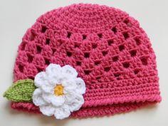 Crochet Beanie w/ Daisy
