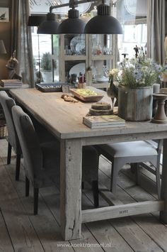 love the pendants & rustic wood table French Country Dining, Country Dining Rooms, Dining Room Table Decor, French Country Decorating, Dining Room Design, French Country Kitchens, Room Decor, French Country Style, Dining Area