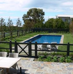 Pool fences are outstanding for individual privacy in addition to defense. Yet you can still delight in establishing your pool fence. Right here are 27 Superb pool fence ideas! Front Yard Fence, Farm Fence, Fenced In Yard, Fence Landscaping, Backyard Fences, Garden Fencing, Bamboo Fencing, Fence Around Pool, Country Pool