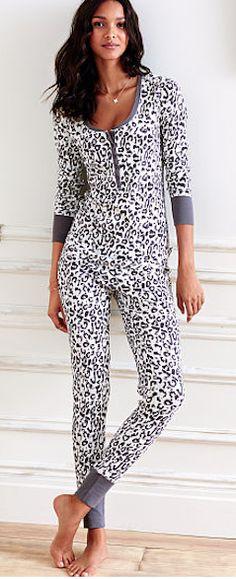 Cute leopard print pajamas