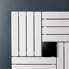 Square lines with a contemporary feel. A design radiator to be installed on the wall like an artwork.