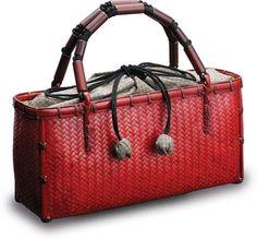 Handmade kinchaku by Kenichi Mouri. Japanese Bag, Basket Liners, Boho Bags, Basket Bag, Purse Styles, Vintage Handbags, Leather Craft, Straw Bag, Purses And Bags