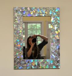 16 DIY Projects Using Old and Scratched CDs - Create an iridescent mirror frame. 16 DIY Projects Using Old and Scratched CDs – Create an iridescent mirror frame. 16 DIY Projects Using Old and Scratched CDs – Create an iridescent mirror frame. Recycled Cds, Recycled Crafts, Diy And Crafts, Old Cd Crafts, Crafts With Cds, Recycled Home Decor, Cd Case Crafts, Kids Crafts, Easy Crafts