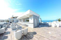 Želite dobar provod tokom ljetovanja? Sky Bar na krovu našeg hotela je jedini takve vrste u Petrovcu. Dobra muzika, atmosfera i panoramski pogled…  www.vileoliva.com Petrovac, Crna Gora +382 33461194; +382 69300851 sales@vileoliva.com #VileOliva #Petrovac #CrnaGora #Sunce #more