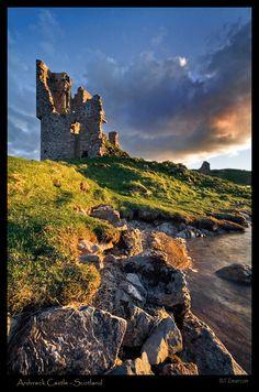 Ruins of Ardvreck Castle, Highland, Scotland Copyright: Stephen Emerson *••.¸¸☾☆★¸¸.•*¨*••.¸¸☾☆¸.•*¨*★☆☾¨*••.¸¸☾☆