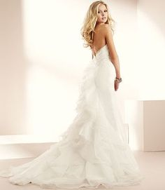 love the look of lightness and flow to the dress.. beautiful
