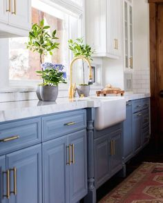 """10.8k Likes, 149 Comments - Becki Owens (@beckiowens) on Instagram: """"Sharing some apron front sink ideas + where to find them today on the blog! #hebercityproject…"""""""
