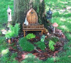from Garden-Share - It is challenging to create a miniature garden that appears to fit in the great outdoors. This miniature garden appears to fit in perfectly! Fairy Tree Houses, Fairy Garden Houses, Gnome Garden, Garden Bar, Gnome House, Fairy Doors, Tree Stump, Miniature Fairy Gardens, Garden Inspiration