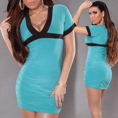 Divatos V kivágott testhezálló ruha