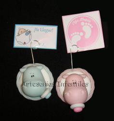 Souvenirs Nacimiento imanes   Flickr: Intercambio de fotos Foto Iman, Baby Shower, Clay Dolls, Cold Porcelain, Wedding Favors, Birth, Polymer Clay, Projects To Try, Place Card Holders