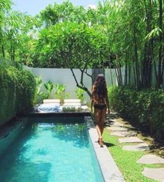 If you are working with the best backyard pool landscaping ideas there are lot of choices. You need to look into your budget for backyard landscaping ideas Swiming Pool, Small Swimming Pools, Small Backyard Pools, Small Pools, Swimming Pools Backyard, Swimming Pool Designs, Pool Landscaping, Outdoor Pool, Backyard Patio