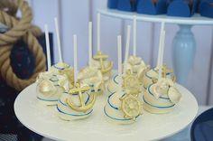 A Invento Festa preparou um aniversário duplo com tema navy para os irmão Miguel e Sofia. Peças da Decorance deram charme à mesa de doces
