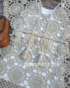 Moda feminina em crochê в Instagram: «Motivos!😍 . Amo essa peça, é versatilidade pura, pode ser usada como vestido ou saída de praia.😉 . Contato para encomendas por direct ou…» Tin Can Decorations, Filet Crochet, Knit Crochet, Crochet Summer Tops, Crochet Cardigan, Crochet Clothes, Crochet Patterns, Knitting, Womens Fashion