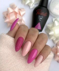 False nails have the advantage of offering a manicure worthy of the most advanced backstage and to hold longer than a simple nail polish. The problem is how to remove them without damaging your nails. Pink Gel Nails, Gel Nail Colors, Black Nails, Matte Black, Pedicure Nails, Cute Nails, Pretty Nails, Nail Polish, New Nail Designs