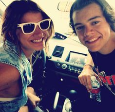 Harry with a fan..cute in all..but why is he in the car with her? Lolol.