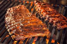 Llegaron las costillas de cerdo a la barbacoa. Una deliciosa receta para asar en tu parrilla y compartir con amigos y unos buenos tragos de cerveza, vino o fernet. Salsa Barbacoa, Carnitas, Grill Oven, Colombian Food, Fire Cooking, Bbq Ribs, Carne Asada, Food Styling, Love Food