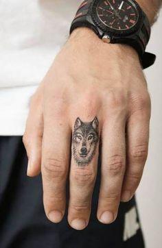 Wolf Tattoo Bedeutung & Wolf Tattoo Designs , Wolf Tattoo Which means & Wolf Tattoo Designs Wolf Finger Tattoo Design von juan_blat_tatuajes. Finger Tattoo Designs, Men Finger Tattoos, Wolf Tattoos Men, Hand Tattoos For Guys, Small Tattoos For Guys, Trendy Tattoos, Tattoo Designs Men, New Tattoos, Mini Tattoos