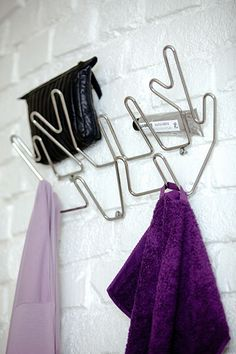 Crown hanger is a clothes hanger designed to makes a decorative alternative to the traditional clothes hangers. This wall-mounted coat hanger works as well in your bathroom or bedroom as in your hallway. You´ll also find Branch hanger and Tree hanger in the same series inspired by nature.  Material: Powder coated metal wire