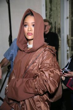 WARNING: Leave Your Wig @ the Door. Fave Rihanna Pics of 2016!