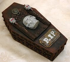 wicked coffin by candy Halloween Shadow Box, Halloween Coffin, Halloween Ii, Gothic Halloween, Halloween Projects, Halloween Cards, Holidays Halloween, Halloween Treats, Halloween Decorations