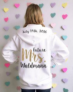 Braut-Kapuzenjacke. Hochzeits-Sweatshirt. von BrideAndEntourage