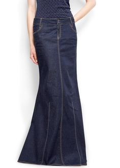 I'm in love with my denim maxi skirt.it's an all year essential. Demin Skirt Outfit, Skirt Outfits, Denim Skirt, Dress Skirt, Jean Moda, Amo Jeans, Denim Fashion, Fashion Outfits, Mango Clothing