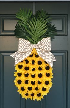 Pineapple wreath doo