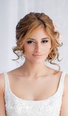 Wedding Hairstyle: Loose Updo & neutral make-up