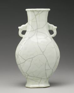 A 'GE'-TYPE GLAZED  VASE, QING DYNASTY, 19TH CENTURY