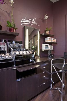 Salon of Distinction: Headlines the Salon in Encinitas, California