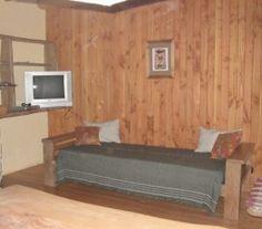 CI32878 - Bariloche  -  Pcia de Rio Negro. Tipo: Complejo de cabañas Complejo de cabañas. Hab.: 7 - Cat.: 1 - Estado: Muy bueno. Sup. cub.: 380 Mts2 - Terreno: 2500 Mts2. Pendiente suave con vista al lago. Las 7 cabañas, de 3 niveles c/u cuentan con: cocina-comedor con hogar a leña, amplio baño con bañera dormitorio con balcón. Todos los pisos son de madera de pino. Muebles realizados en madera de radal: camas, mesas de luz, mesa y bancos de comedor, mesadas de cocina, bajomesada y alacena.