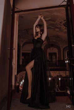 Pretty Prom Dresses, Elegant Dresses, Cute Dresses, Beautiful Dresses, Gorgeous Dress, Formal Dresses, Homecoming Dresses, Black Tulle Dress, Black Corset Dress