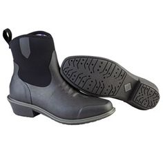 Muck Boots Womens Juliet Black is easy to get on, quick to kick-off and comfortable in warm weather, the boot is at its best in the saddle or around the farm.