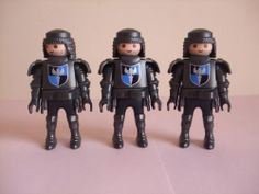 PLAYMOBIL SOLDIERS CASTLE GUARDS PLAYMOBIL FIGURES