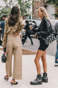 Nadire Atas on the Heart of Fashion Collage Vintage Street Style from New York Fashion Week Street Style New York, Looks Street Style, Looks Style, My Style, Street Style 2018, Autumn Street Style, Fashion Mode, Korean Fashion, Fashion Trends