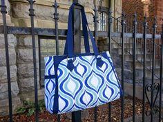 The Park West Bag Diy Purse Patterns, Handbag Patterns, Fabric Purses, Christmas Sewing, Sewing Projects, Sewing Ideas, Tote Handbags, Bag Making, Purses And Bags
