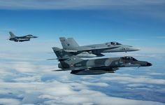 Con un F-16 belga y un Super Etendard francés en un destacamento en Noruega