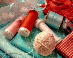 aqua (soft sky), turquoise (tempting turquoise), red (calypso coral), salmon (blushing bride) and a touch of cream (very vanilla) Color Combos, Color Schemes, Color Pairing, Aqua, Red Cottage, Red And Teal, My Sewing Room, Happy Colors, Shades Of Red
