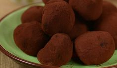 In this video, I demonstrate how to create filled chocolate truffles. I will also demonstrate how to make raspberry white chocolate ganache. Free recipe can . White Chocolate Truffles, Chocolate Mousse Cake, Chocolate Flavors, Nut Recipes, Candy Recipes, Dog Food Recipes, Drink Recipes, Ice Cream Candy, Cooking Cake