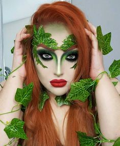 Poison Ivy makeup and disguise for a unique Halloween look Halloween Poison Ivy Cosplay, Poison Ivy Halloween Costume, Poison Ivy Costumes, Scary Halloween Costumes, Halloween Face Makeup, Halloween 2020, Disney Halloween Makeup, Halloween Party, Beautiful Halloween Makeup