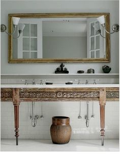 Love this bath. What beautiful woodwork with the white.