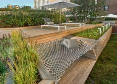 7 Design Lessons To Learn From This Awesome Roof Deck In Chicago // Build in fur. - 7 Design Lessons To Learn From This Awesome Roof Deck In Chicago // Build in furniture when you can - Backyard Seating, Backyard Patio, Backyard Landscaping, Backyard Ideas, Backyard Hammock, Balcony Ideas, Lounge Seating, Deck Hammock Ideas, Outdoor Hammock Bed