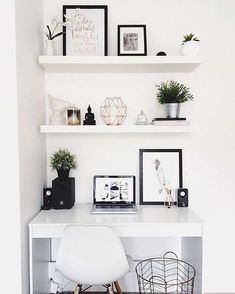 Love clean, minimalist office spaces. - Levnow #homeofficeremodelling
