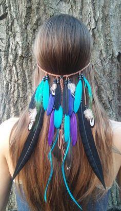 Pluie danse Feather Headband Native inspiré gratuit Spirited---Élégant Vivid Black Teal et violet couleur plumes drapé bas de Brown tissé suédé