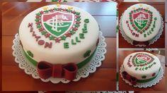 A cliente pediu um bolo para comemorar o aniversário dela e do sogro, no tema Fluminense e pediu que colocasse seus respectivos nomes. Então decidi por os nomes ao lado do escudo do Flusão. Ficou lindo demais!