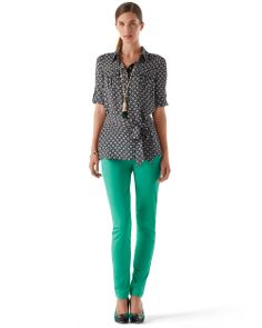 green jeans, black/white print top, long green tassel necklace---casual & cute!