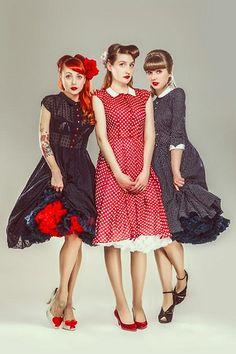 3 prachtige vintage dames in Doris petticoat.