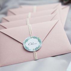 """Улётная свадебная полиграфия с уникальным дизайном, разработанная для вашего торжества. Конверты из дизайнерской бумаги цвета """"пыльная роза"""", лайнер, бирка и натуральная хлопковая нить. Пригласительные, приглашения, приглашение, свадьба, свадебные, полиграфия, свадебная, оформление, праздник, торжество, конверты, карточки, тиснение, золото, шелковые, weddywood, wedding, invitations, билет, самолет, контурная, резка"""