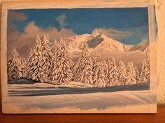 Un bout de planche....que va-t-elle devenir? Première étape, je délimite un cadre, je traite le bois avec du gesso blanc, et ensuite je fais l'esquisse de ma futur peinture.   Je prépare mes couleurs que je conserve dans une palette humide permettant ainsi de garder les peintures pendant quelques jours, voir quelques semaines!   On devine un paysage de montagne...cela se précise ....des sapins et encore des sapins...c'est FINI !!!....et bien NON, je fignole et je signe enfin!.