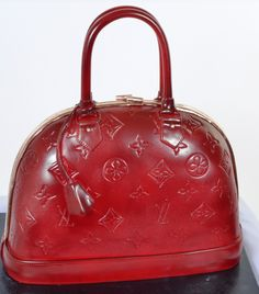 """Pastry Palace Las Vegas - """"Leather Louis Vuitton Handbag.""""  Excellent Replica with Embossed Logos and Tassle.  Specialty and Bridal Shower Cake #382."""